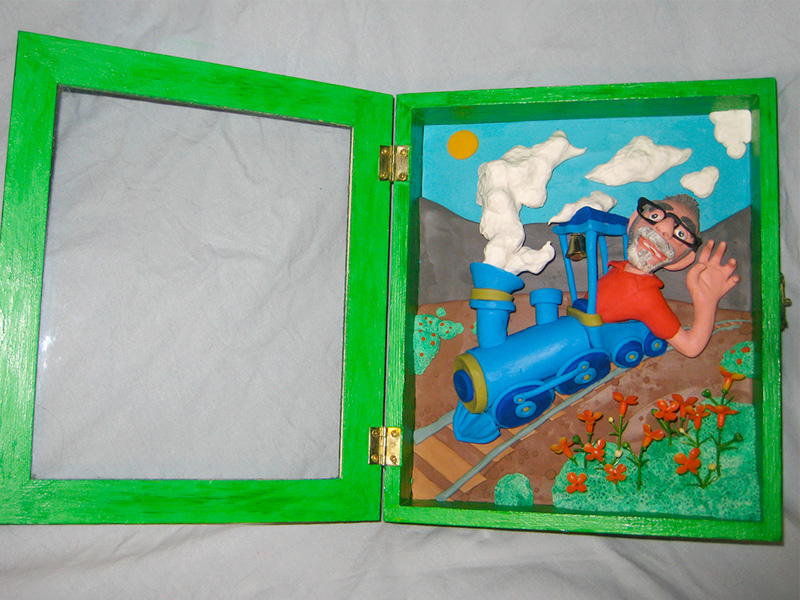Retrato en plastilina CASIMIRO CONDUCIENDO EL TREN 4